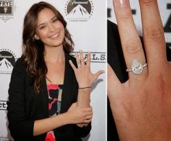 Celebrity pear engagement ring